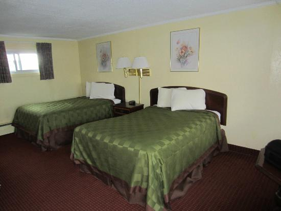 Rodeway Inn: New Bed Spreads