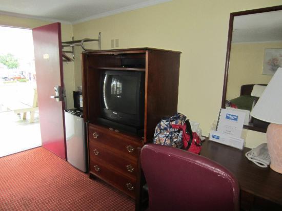 Rodeway Inn: Tv area