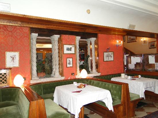 Hotel Castello: Salle petit-déjeuner