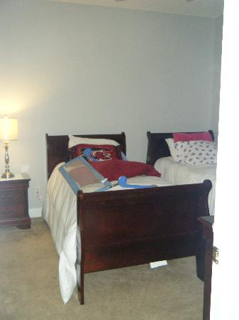 Myrtlewood Villas: 2nd bedroom beds really close together