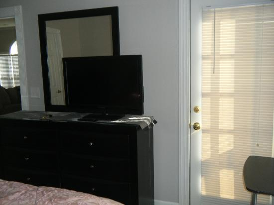 Myrtlewood Villas: dresser/tv and keyed lock balcony door master bedroom