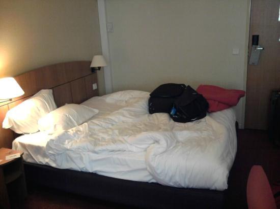 Kyriad Geneve - Saint Genis Pouilly: Bed