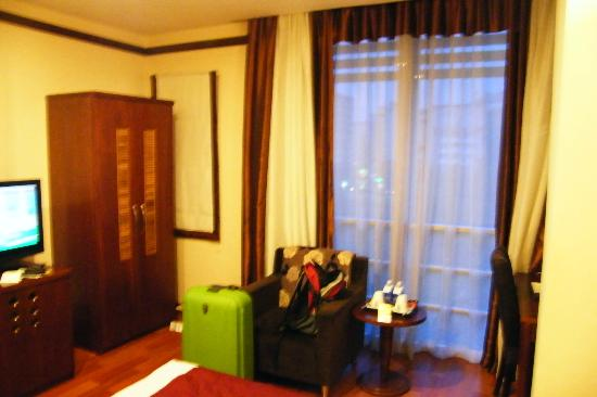 Asian Ruby Park View Hotel: Overall + TV