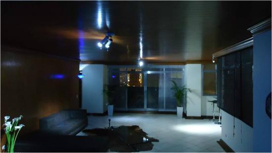 Paisasky: sala de estar en el primero de los dos pisos, luces led para un ambiente soft