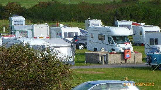 Norman's Bay Camping And Caravanning Club: Caravans crowded together despite open spaces being available