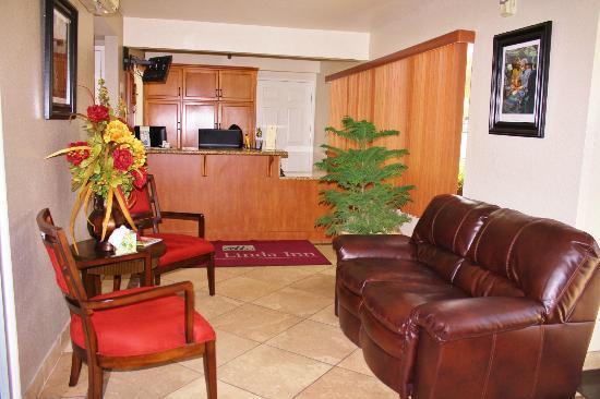 Loma Linda Inn: Hotel Lobby