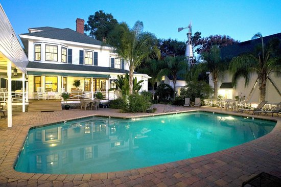Grandview Bed and Breakfast: View from the Saltwater Pool
