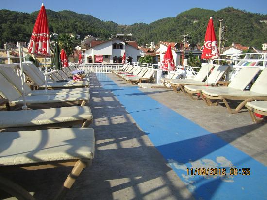 Musti's Royal Hotel Plaza: sunbed area 1