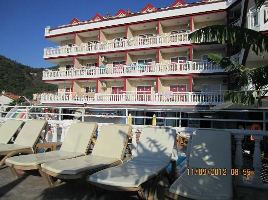 Musti's Royal Hotel Plaza: rooms at front