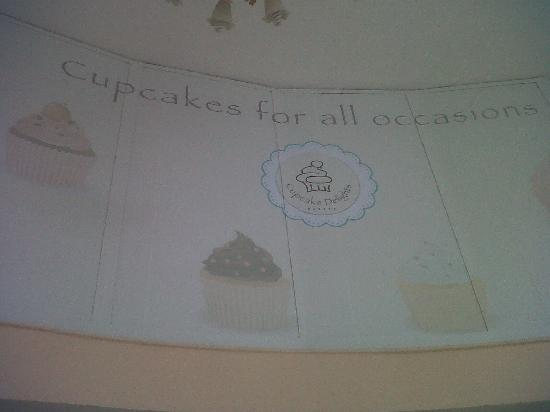 Cupcake Delights Bakery: Inside