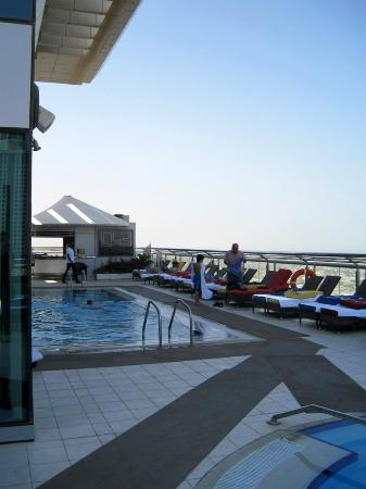 Four Points by Sheraton Sheikh Zayed Road, Dubai: Pool