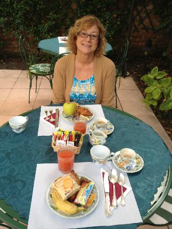 Casa Rezzonico: Enjoying breakfast in the garden