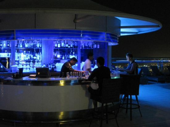 Four Points by Sheraton Sheikh Zayed Road, Dubai: Pool bar