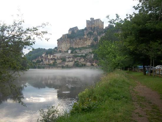 Chateau de Beynac: Baynac ,from the River Dordogne