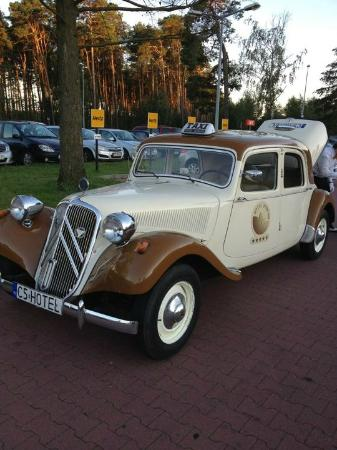Hotel Bohema: Hotel car