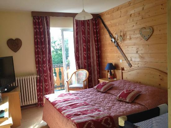 Hôtel Restaurant Le Bois Joli : Main bedroom
