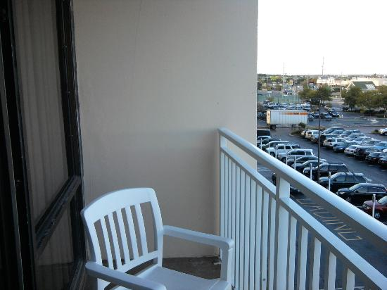 Carousel Resort Hotel & Condominiums: Balcony view to left