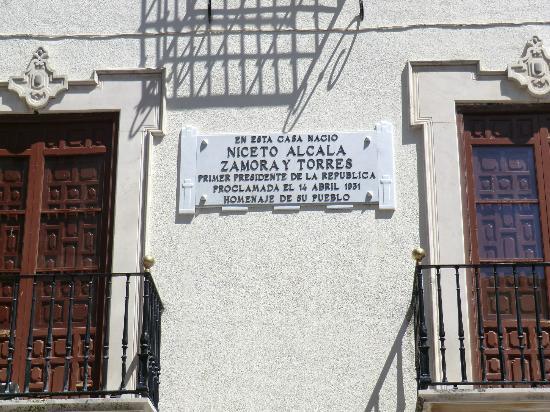 House Museum of Niceto Alcala: Placa conmemorativa (en la fachada) del nacimiento de Don Niceto Alcalá-Zamora y Torres