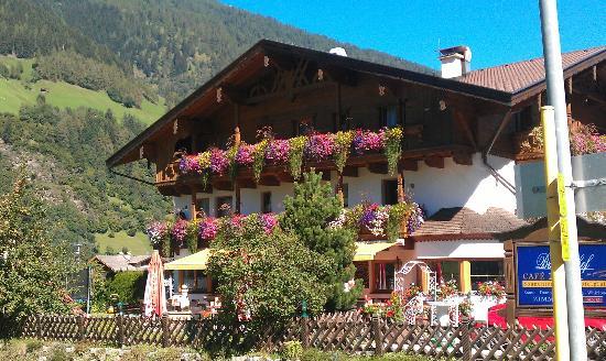 Hotel Brunnenhof: Wunderschöne Vorderhausansicht