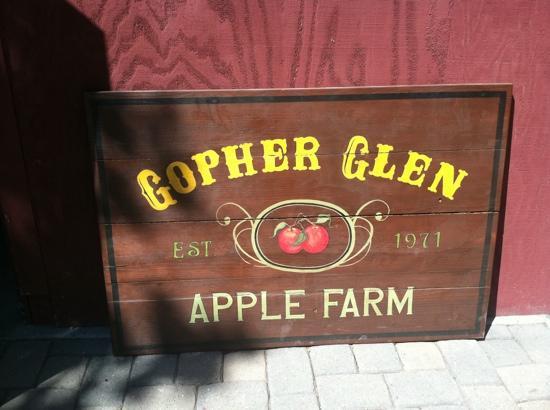 Gopher Glen Farms : sign