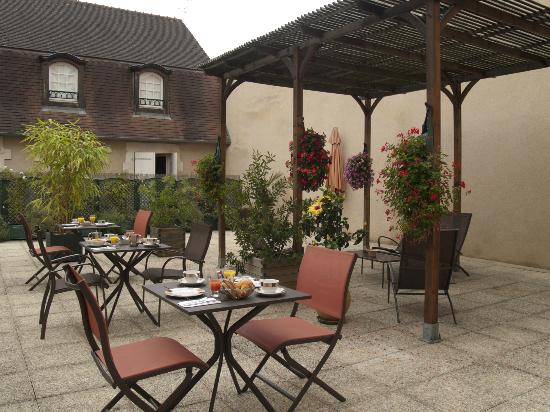 Best Western Poitiers Centre Le Grand Hotel : Terrasse