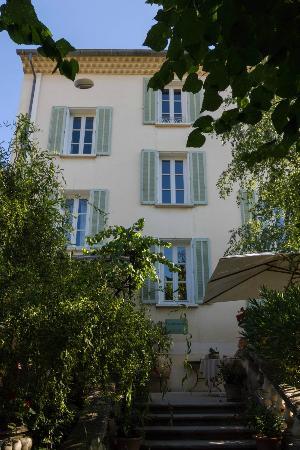 Une Autre Maison : Backside of the hotel