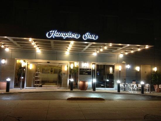 Hampton Inn Manhattan-SoHo: entree de l'hotel de nuit