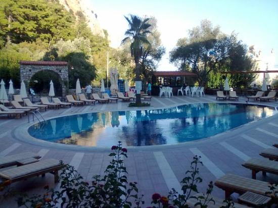 Meril Hotel: Pool terrace