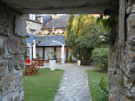 Le Manoir du Lys : une vue du jardin