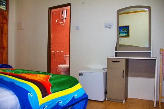 Guraidhoo Corner: Bedroom and bathroom
