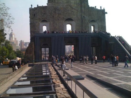 Largo do Senado (Senado Square): church ruins