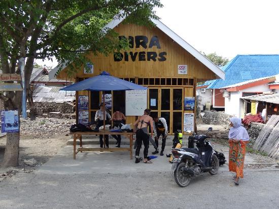 Bira Dive Camp: Bira Divers Shop
