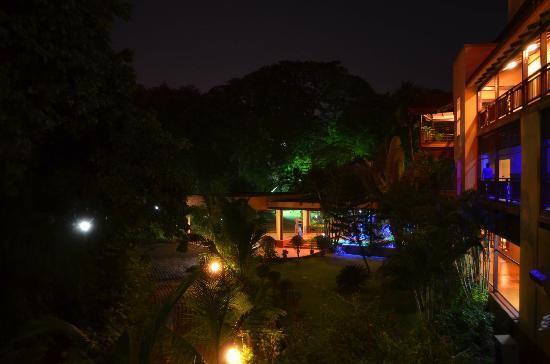 Daman Ganga Valley Resort Pvt. Ltd: Lawn area
