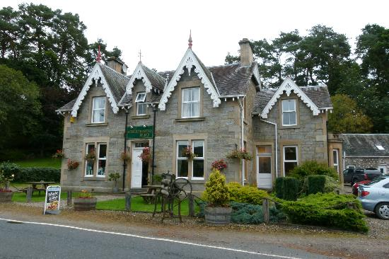 The Strathardle Inn: The front
