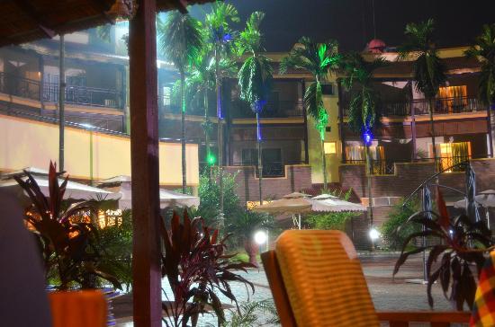 Silvassa, India: Dining area in lawn