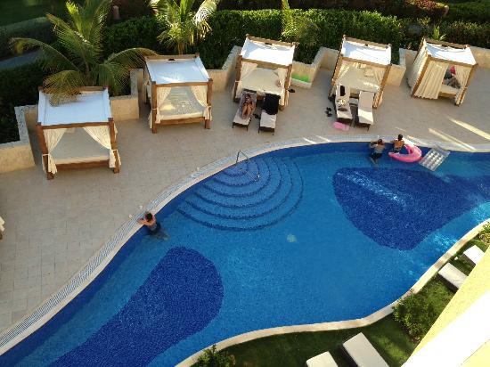 Majestic Elegance Punta Cana: Beautiful cabana beds! open to anyone in the