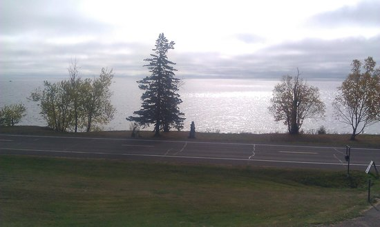 Cape Superior Inn : View of the Lake from my room at Morning