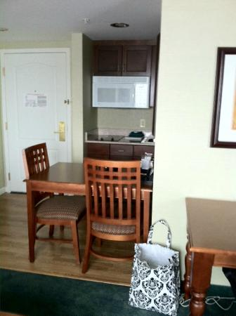 Homewood Suites Holyoke-Springfield/North : Kitchen area