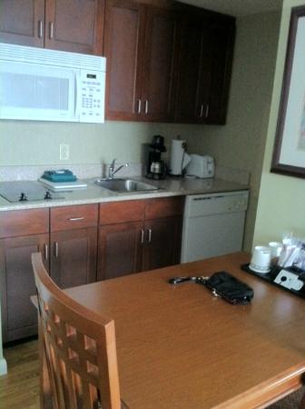 Homewood Suites Holyoke-Springfield/North : Another Kitchen view