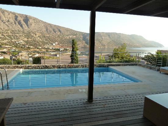 Blue Palace, a Luxury Collection Resort & Spa, Crete: Blick aus dem Schlafzimmer