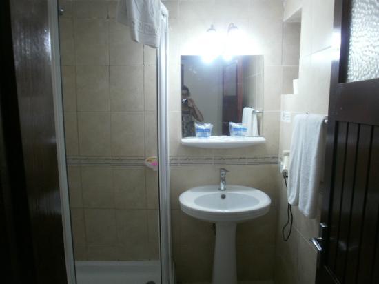 Turban Hotel Urgup: La douche et le lavabo