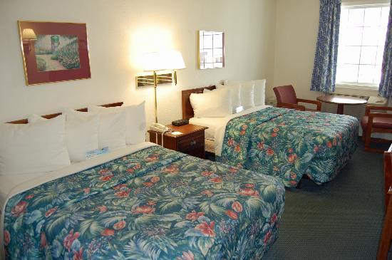 Days Inn Kill Devil Hills Oceanfront - Wilbur: Standard room with 2 doubles