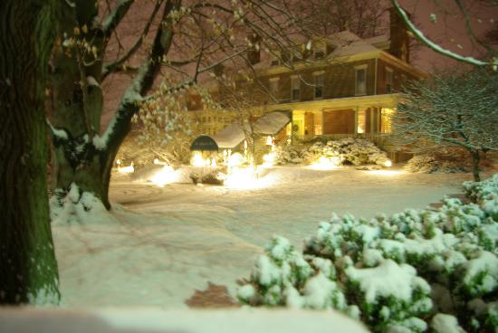 The Lafayette Inn: Winter Snow Fall
