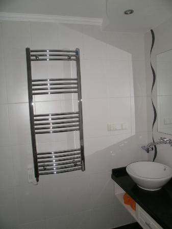Nicholas Heights Deluxe Suite Hotel: Le sèche-serviette