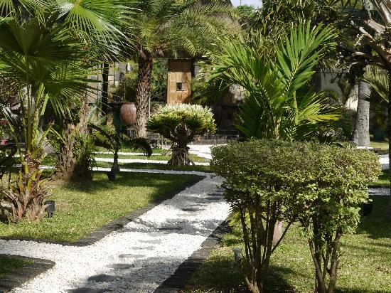 Le Sakoa Hotel : garden