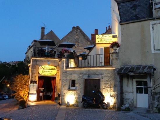 La Dent Creuse : rear entrance of the restaurant