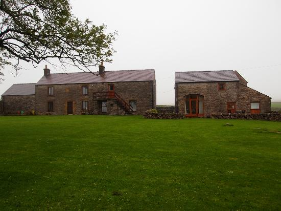 Peak District Holiday Cottage: Hayloft on right hand side, owners property to left hand side
