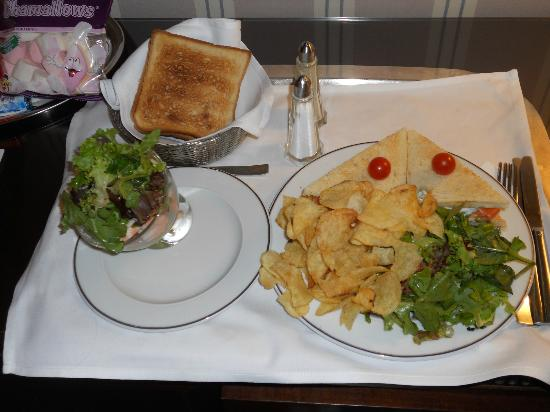 "Hotel Astor Saint-Honore: Lanche do ""room service"""