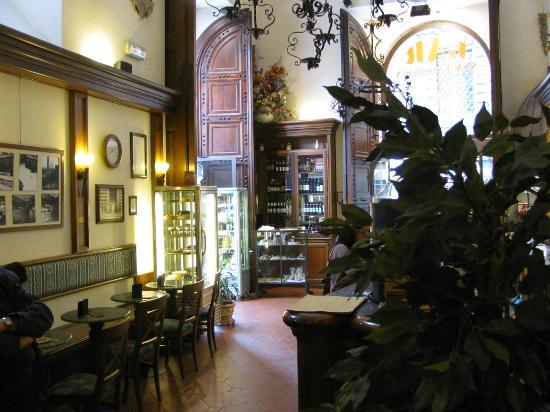 Bar Pasticceria Cucciolo: Inside of restaurant