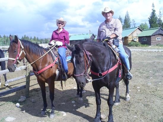Medicine Bow Lodge : Our daily ride on Whitney and Strawberry (amazing horses)